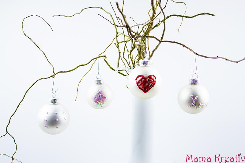 Weihnachtsbaumschmuck basteln: Weihnachtsbaumkugeln verzieren