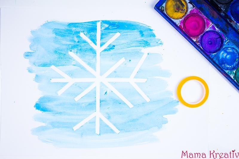 malen-im-winter-mit-kleinkindern-schneeflocke-mit-kreppband