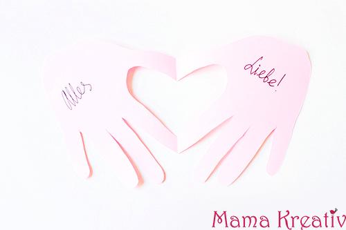 Basteln mit Kindern zum Valentinstag Kindergarten Herz Karte (19)