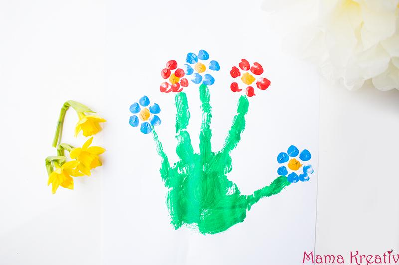 Malen im Frühling mit Kindern Blumen Handabdruck