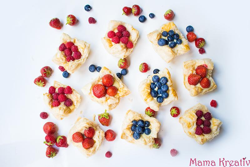 Schnelle Pudding-Törtchen aus Blätterteig mit frischen Beeren Rezept (6)