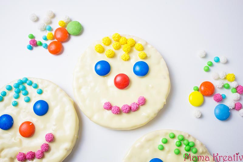 Faschingsparty Rezepte - bunte Fasching Snacks und Ideen - Reiswaffel-Gesichter
