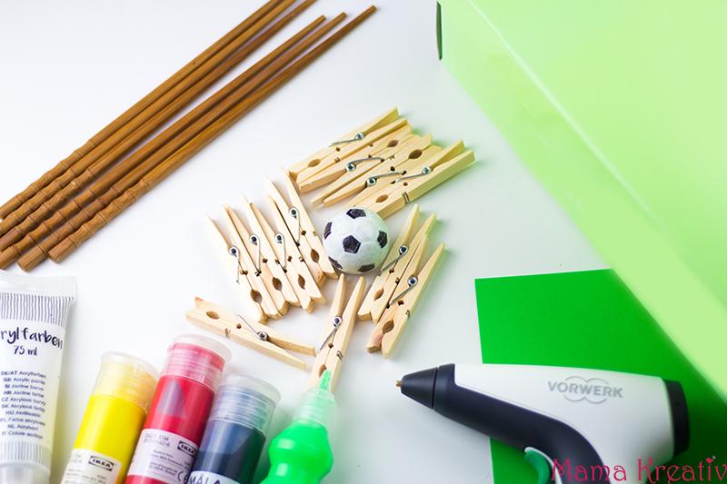 Tischkicker aus Schuhkarton basteln mit Kindern Fußball WM 2018 OTTO