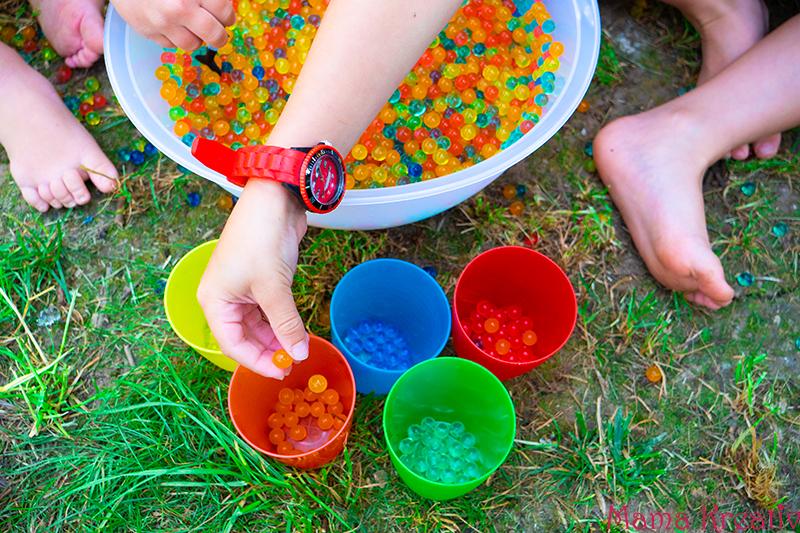 Spiele mit Wasserperlen für Kinder