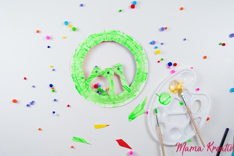 Basteln Fasching - Monster-Hut aus Pappteller basteln - Spiele und Bastelideen für Fasching - Basteln mit Kindern - DIY Spiele selber machen