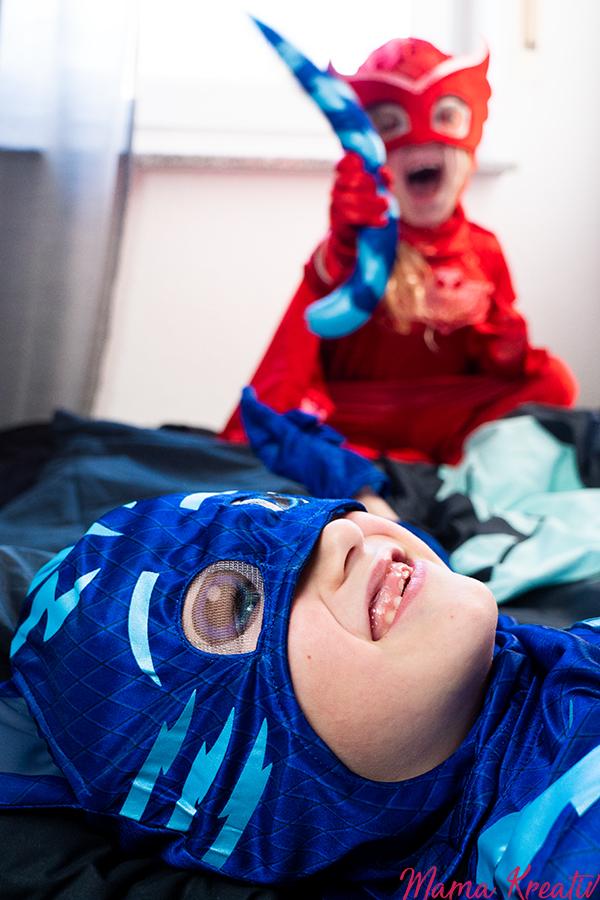 PJ Masks Kostüme Bastelideen Maske basteln Armbänder DIY Malen mit Handabdruck Geburtstag Fasching