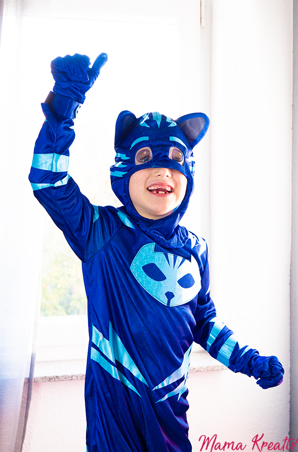 PJ Masks Catboy Kostüme Bastelideen Maske basteln Armbänder DIY Malen mit Handabdruck