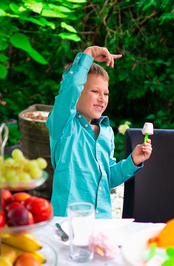 Sommerfest Ideen für Kinder Party Sommer Geburtstag Spiele Dekoration Rezepte Tipps Obst Zwerge Becher Upcycling Wiederverwendung
