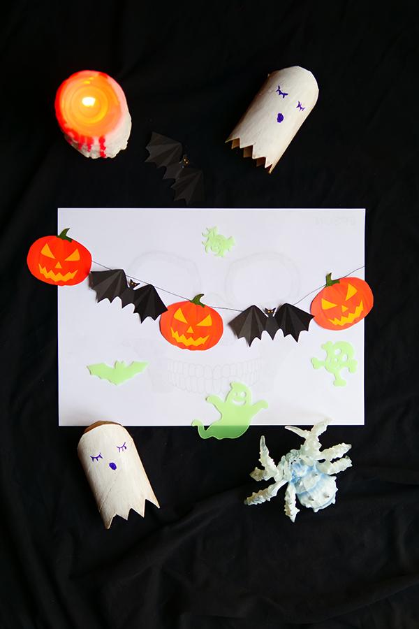 Halloween Basteln mit Kindern mit gratis Vorlagen zum Herunterladen und Ausdrucken Monster Geisterhaus Photo Booth Fotorequisiten Masken Ideen