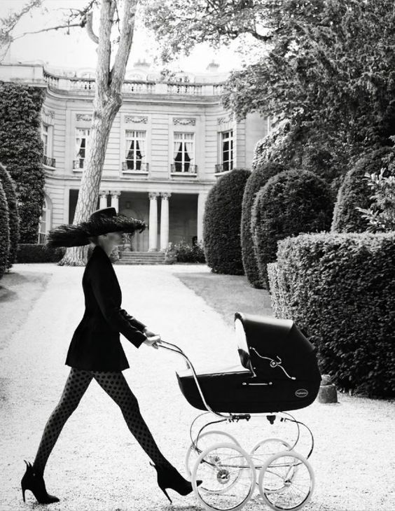 How to dress like a Parisian Mama