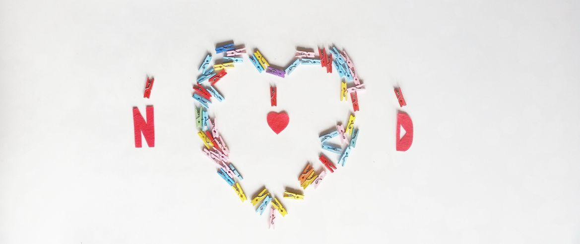 Corazón de pinzas DIY