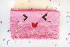 Piñata sobre postal Kawaii