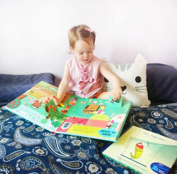 Victoria y sus libros.