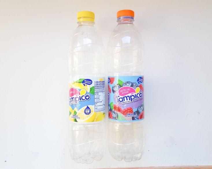 Botellas grandes de Tampico.