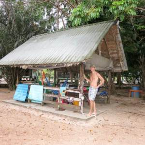 Family B Goes Suriname week 1 mamameteenblog.nl white Beach hut
