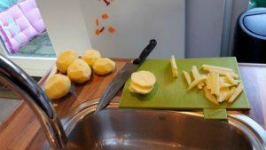 patat; aardappels schillen