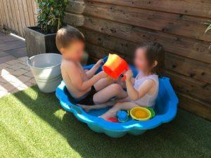 Nederland Zingt Luca en Nola badje in de tuin