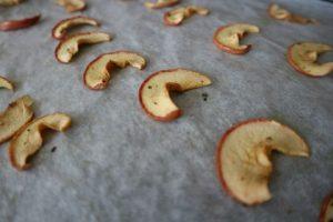 Zo komt de appelchips uit de oven