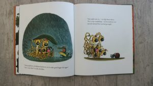 boekrecensie van het prentenboek het nieuwe nest van de kleine marsus. Een leuk prentenboek over het verliezen van een huis en de zoektocht naar een nieuwe. foto binnenkant van het boek