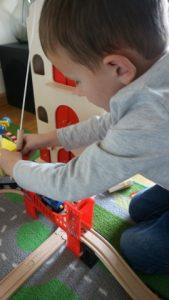Review Amsterdams pakhuis van Reiger en de Raaf duurzaam houten speelgoed close up treinbaan