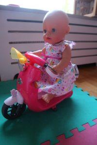 Baby born op de nieuwe scooter.