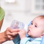 Сколько воды нужно давать ребенку на грудном вскармливании?