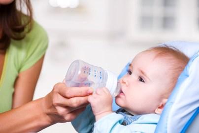 Сколько воды нужно давать ребенку на грудном вскармливании