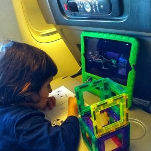 entretener niños en el avion