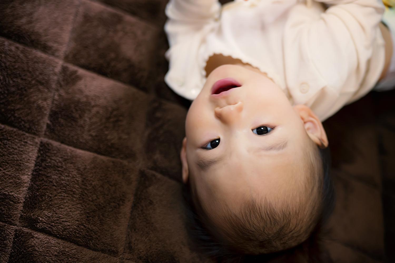 赤ちゃんの寝返りが命に関わる事故の原因!?その防止策とは