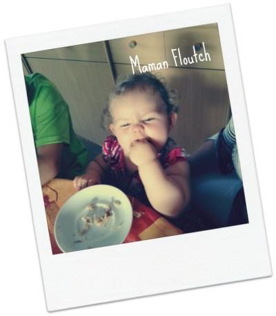 bébé mange seul 12 mois