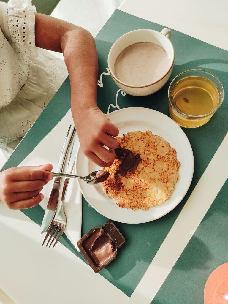 petit-dejeuner-famille-hotel-mercure