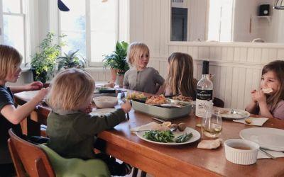 Le repas au centre de la table pour que votre enfant mange toute son assiette