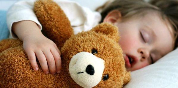 Aider un enfant à enchainer ses cycles de sommeil