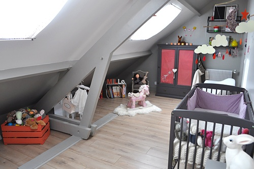 une chambre enfants sous les combles id es d 39 am nagement et de d co. Black Bedroom Furniture Sets. Home Design Ideas