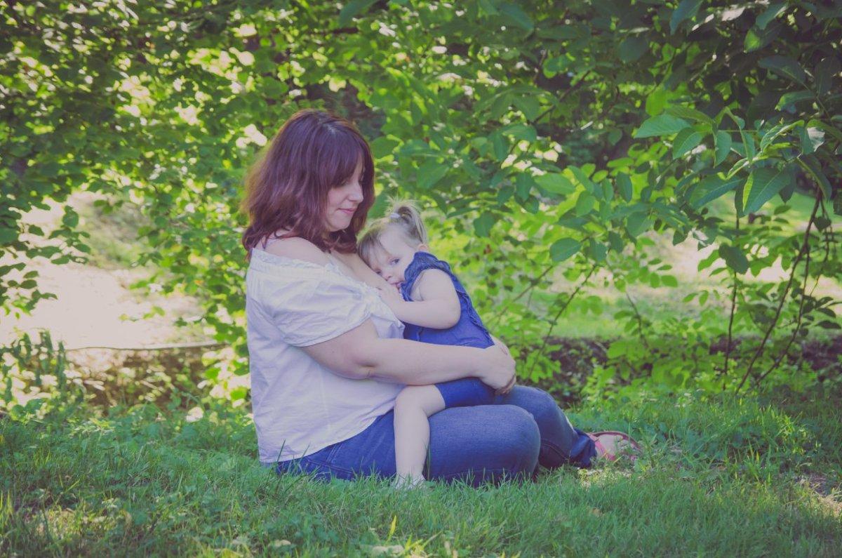 Pourquoi j'allaite encore ma fille de 4 ans ?