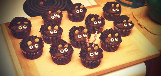 """Des cupcakes """"Bah Bah Black Sheep"""" pour aller avec un thème de la ferme"""