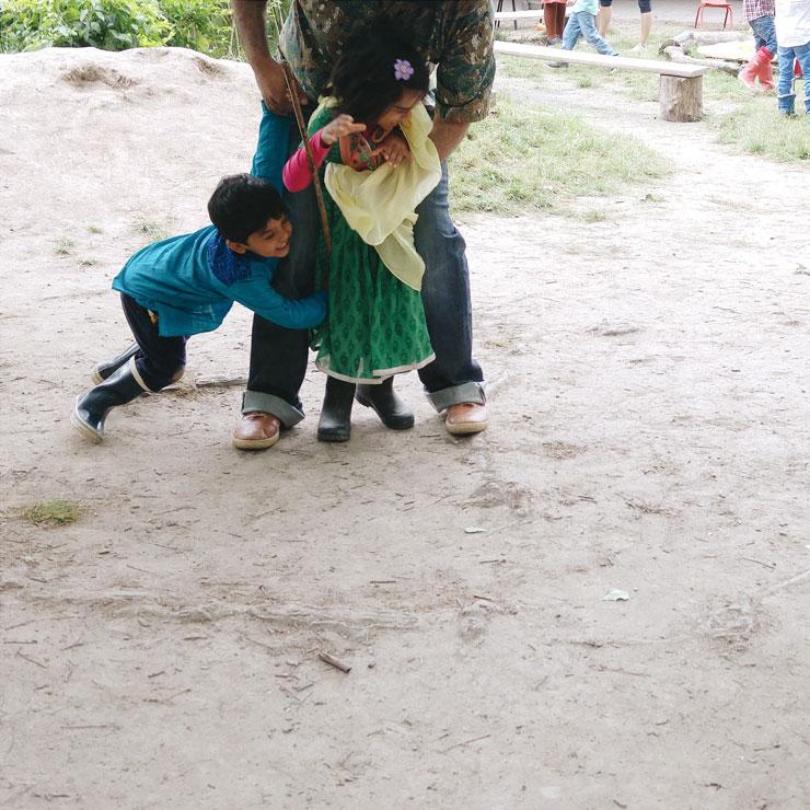 Waldorf Steiner Kindergarten Sunbeam Playing   Mamanushka.com