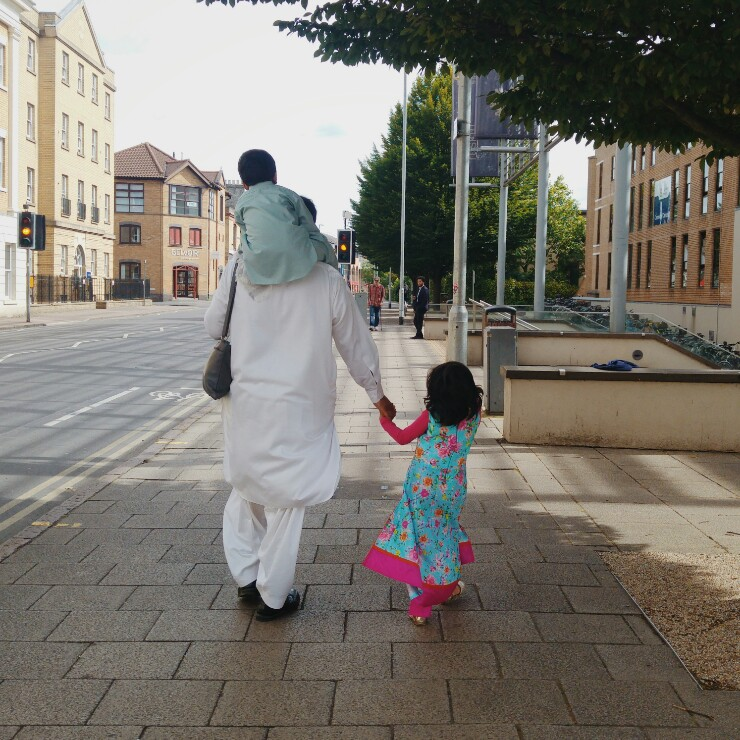 eid-family-walk-via-mamanushka-blog