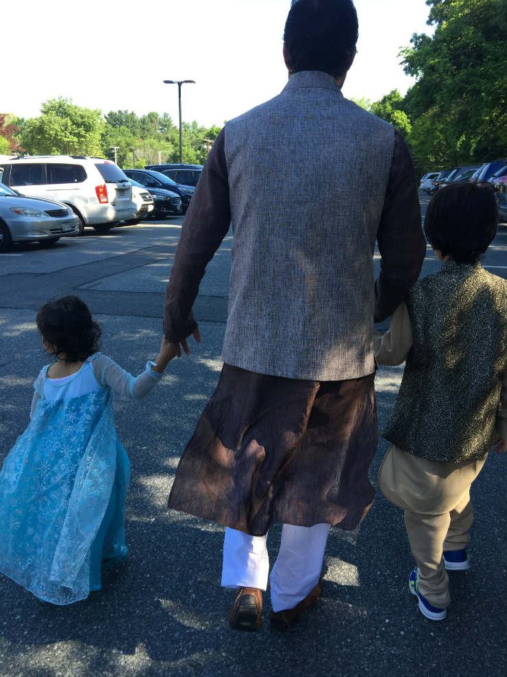 father-kids-walking-mosque-via-mamanushkablog
