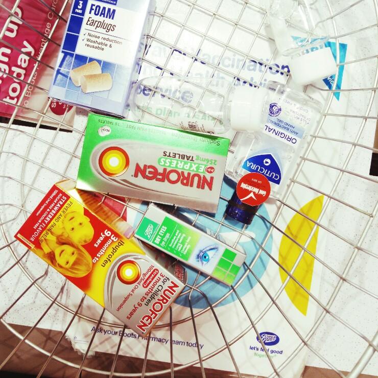 same-same-travel-cosmetics-via-mamanushka.jpg