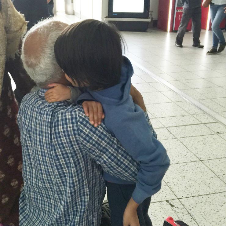 samesame-but-diff-travel-hugs2-via-mamanushka-blog