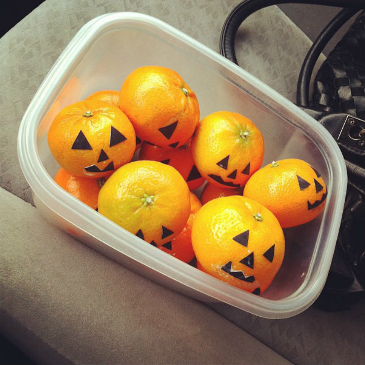 fall-autumn-fav-things-jackolantern-tangerines-via-mamanushka-blog