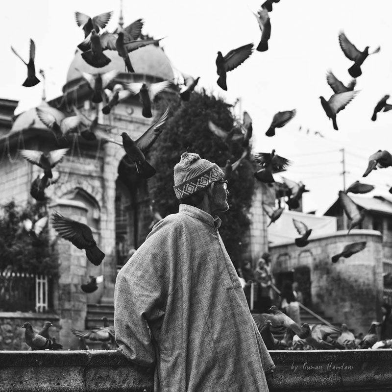 MAMANUSHKA.com || Beautiful Adhan From Around The World || Muslim Call To Prayer || Man in Kashmir || Image by Ruman Hamdani