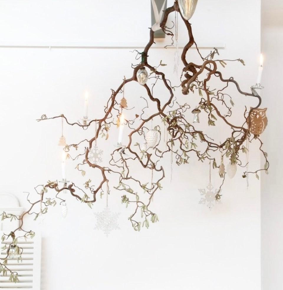 déco de Noël naturelle à faire soi-même à base de branche de noisetier et bougie