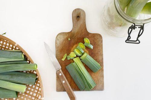 astuce anti-gaspi et zéro déchet : réutiliser le vert, le blanc et les racines de poireau bienfaits