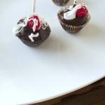 HOT FUDGE SUNDAE CAKE POPS