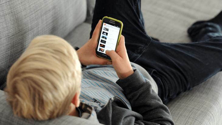 Dijete mobilni telefon
