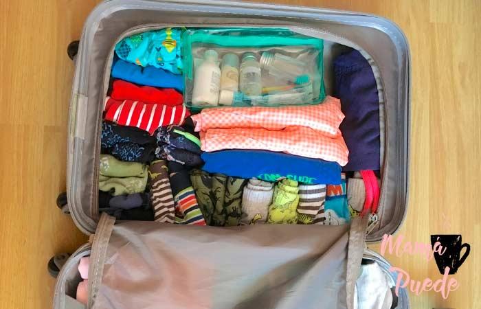 colocar la ropa en la maleta para que ocupe poco espacio