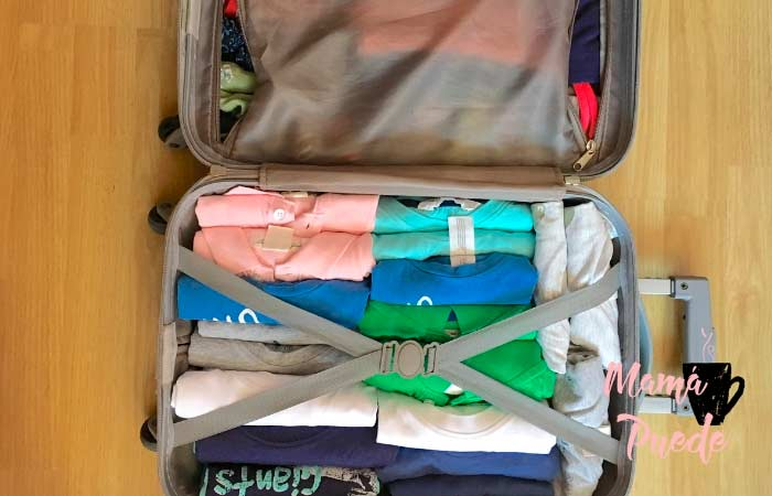 ropa en la maleta