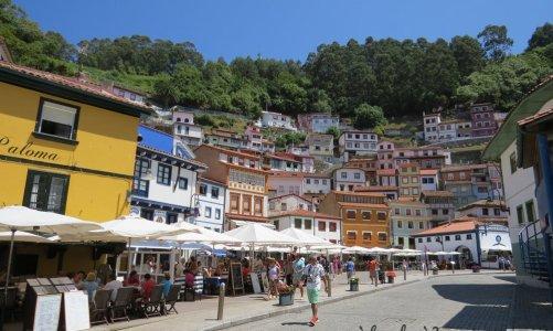 Las casas de colores de Cudillero y los acantilados de Cabo Vidío
